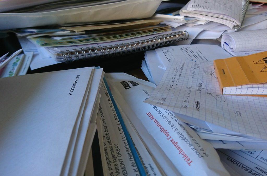 papiers documents administratifs désordre
