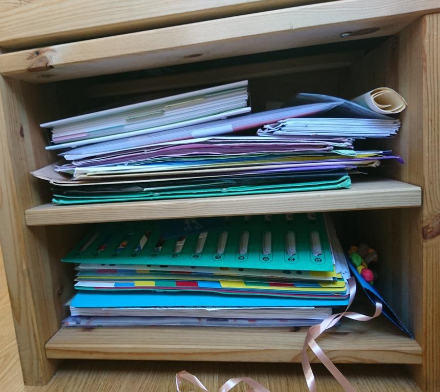 Pile papiers administratifs désordre