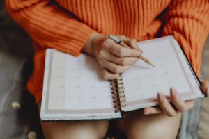 Femme, agenda, calendrier, noter, rendez-vous